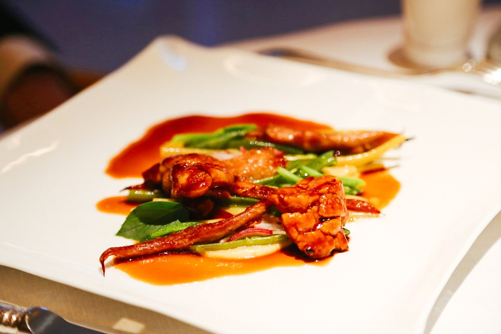 Veal's tail braised with white port & cranberried. Glazed veal sweetbreads. French beans cooked in bean juice. Bean purée with coconut & galangal. Red onions cooked with cranberries. Majii leaves & basil. Radish marinated with cranberry juice. Veal braisi