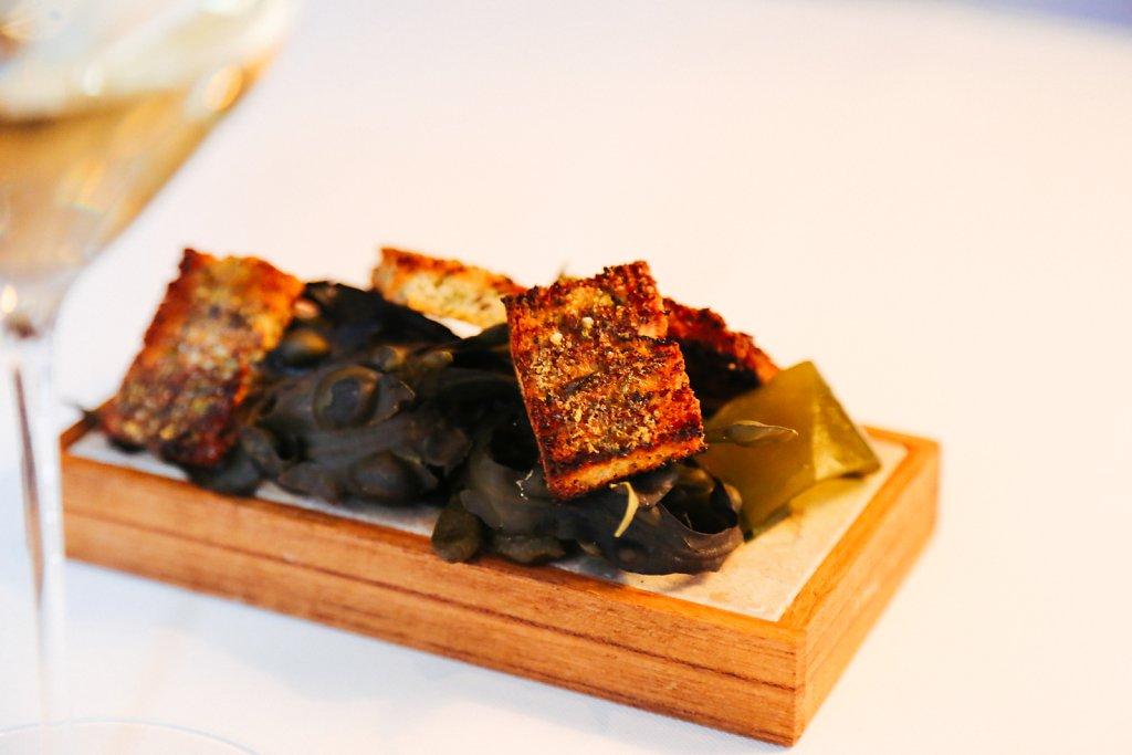 Seaweed- & oyster brioche